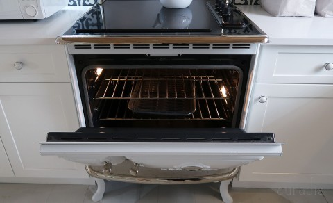 The retro-looking oven was secretly modern